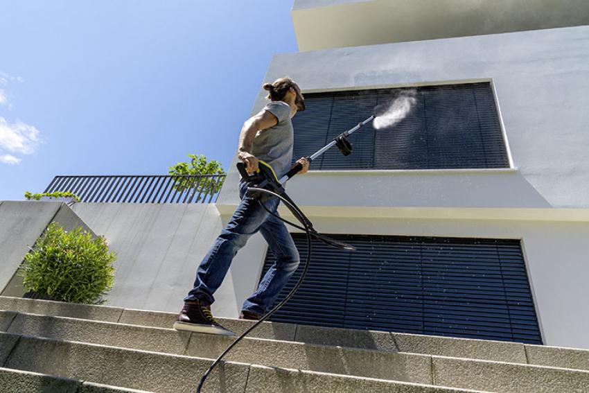 KÄRCHER FRANCE : TLA4, la Lance Télescopique Haute Pression pour nettoyer les traces de saleté jusqu'à 5 mètres de hauteur, sur les façades, toitures et vérandas