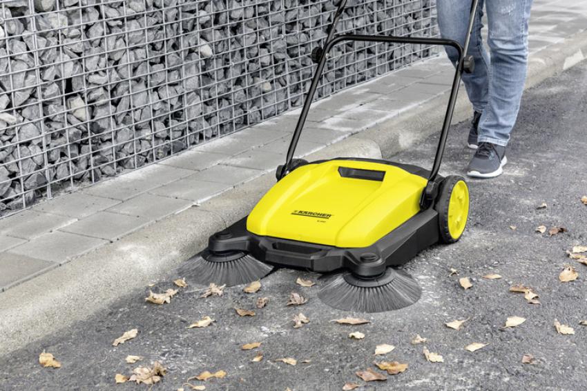 KÄRCHER HOME & GARDEN : Lancement cet automne 2018 de la nouvelle balayeuse mécanique S 650 « 2 en 1 » pour ramasser rapidement débris et feuilles humides sur les trottoirs, la chaussées, les parkings…