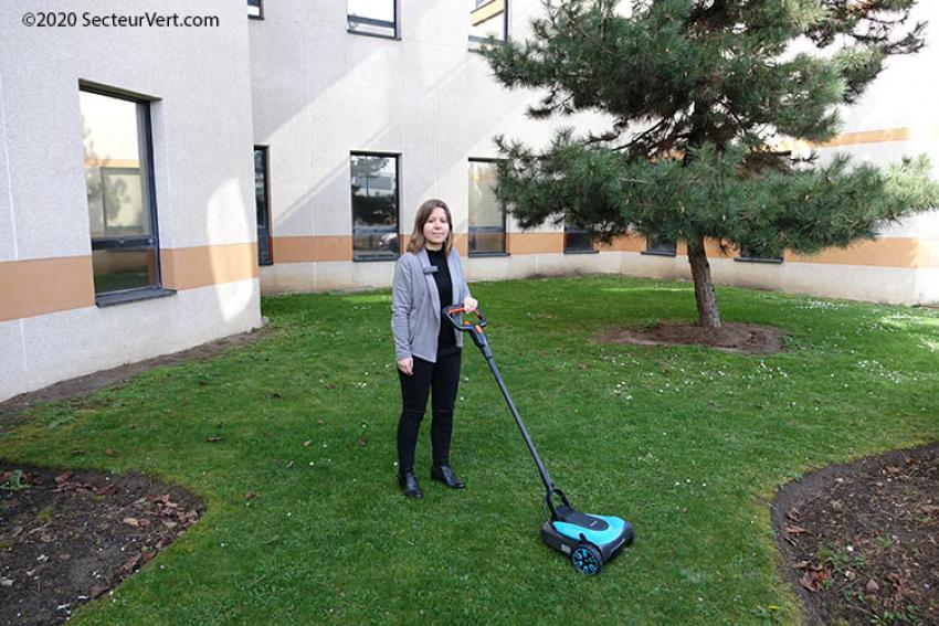 GARDENA : Pauline FAROULT présente la nouvelle Tondeuse à gazon HandyMower Li-18/22 sur batterie, pour des pelouses jusqu'à 50 m²