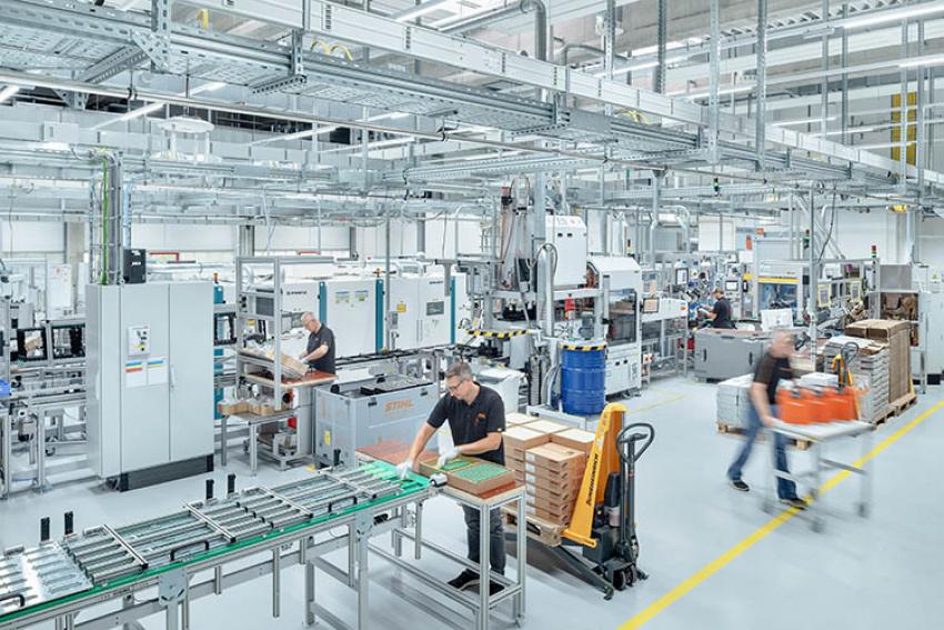 STIHL : Visite de la nouvelle usine de fabrication des batteries à dos AR 2000 L et AR 3000 L à Waiblingen-Hohenacker
