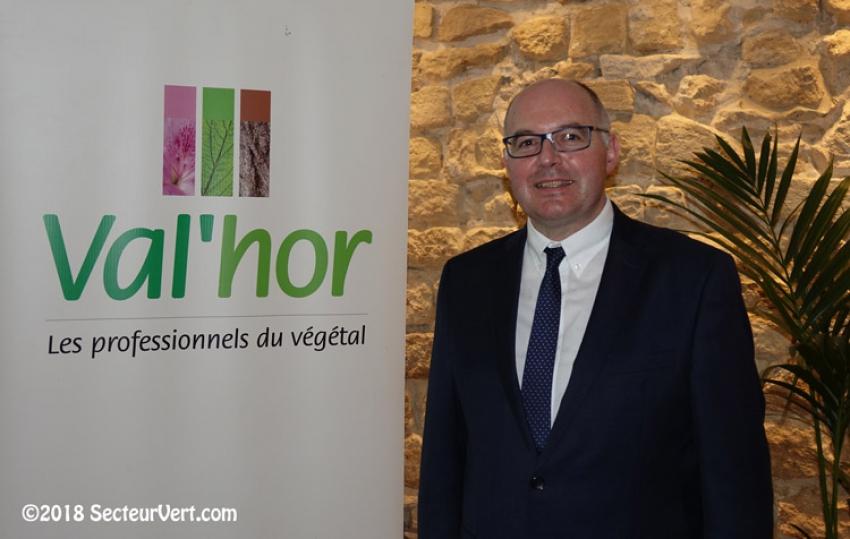 Mikaël MERCIER est le nouveau Président de VAL'HOR- l'Interprofession française de l'horticulture, de la fleuristerie et du paysage depuis le 1er février 2018, succédant ainsi à Benoît GANEM
