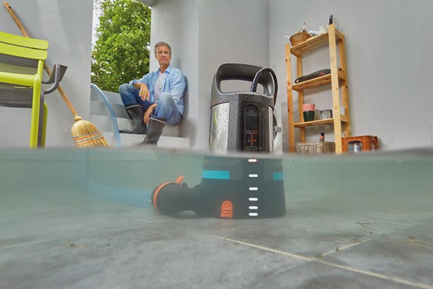 GARDENA : Pompe d'évacuation eaux chargées 20000 Aquasensor, pour transvaser ou pomper de l'eau chargée en particules