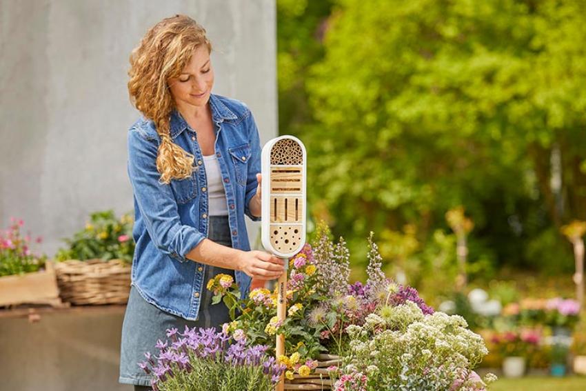 GARDENA : Découvrez la gamme ClickUp! pour planter des végétaux, nourrir les oiseaux du jardin, offrir un refuge aux insectes ou bien encore éclairer le jardin