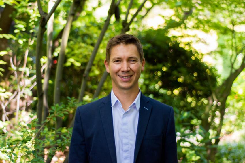 """REFOREST ACTION : Face à l'urgence climatique, l'initiative de Stéphane Hallaire """"Je plante ma forêt"""" propose la reforestation participative et intelligente pour planter le premier arbre de sa forêt et réduire son empreinte écologique"""