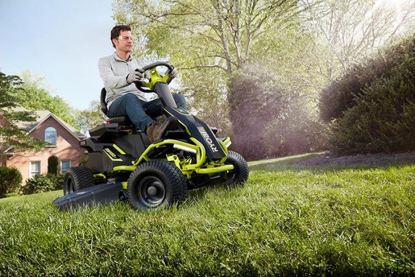 RYOBI® : Découvrez le nouveau Rider RM480E, une tondeuse autoportée sur batterie 48V 100 Ah avec 2 heures d'autonomie