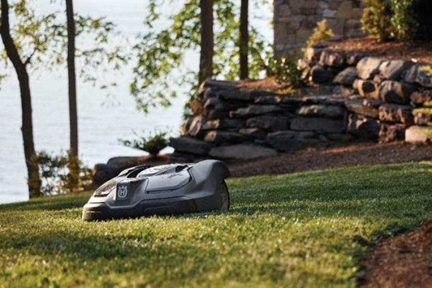 HUSQVARNA : Produits à batterie et Automower®… Des solutions respectueuses de la nature, pour des jardins et des espaces verts agréables